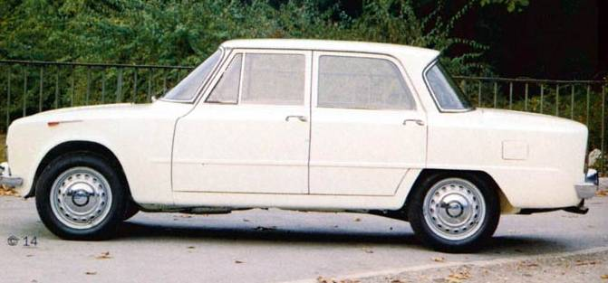 1961 Alfa Romeo Giulia Ti side view