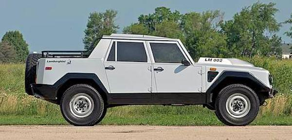 Lamborghini LM002 side view