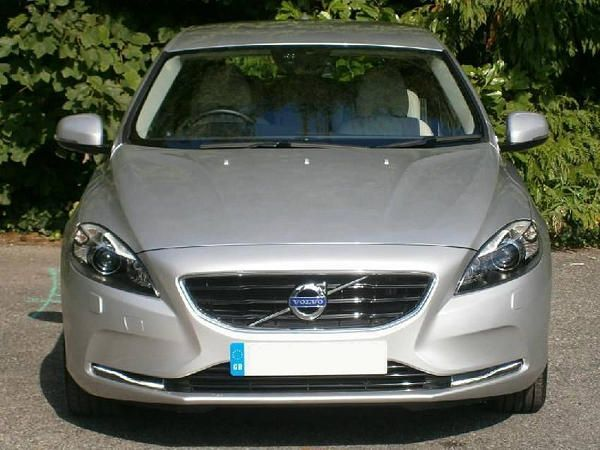 2014 Volvo V40 car front view