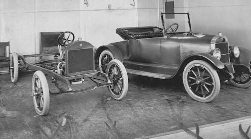 Ams-Sterling  (Amston Motor Car Company) Automotive manufacturer of Bridgeport , Connecticut , USA from 1916 to 1918.
