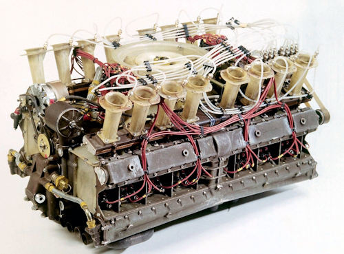 Flat-sixteen engine