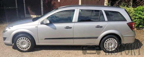 Vauxhall Opel Astra H estate side view