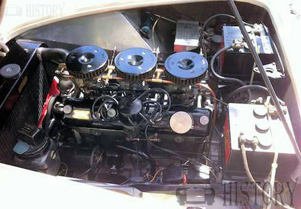 AC Greyhound Bristol engine view